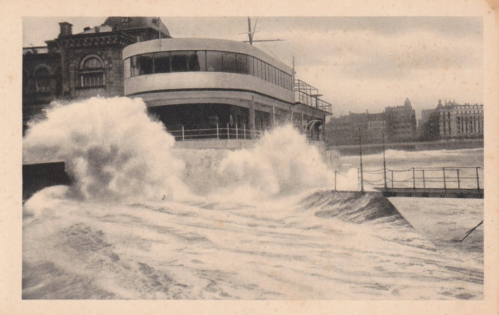 F-San Sebastian. El Club Nautico en dia de temporal