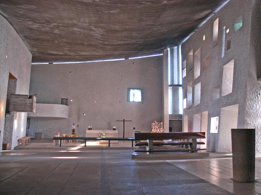 Interior de la capilla de Notre Dame du Haut